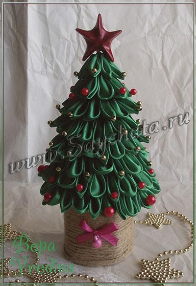 Новогодняя елка своими руками из атласных лент