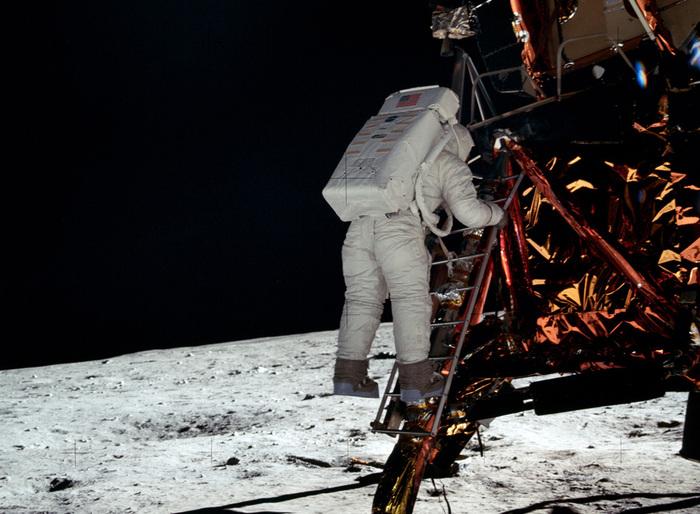 «Аполлон 11»11 (700x514, 154Kb)
