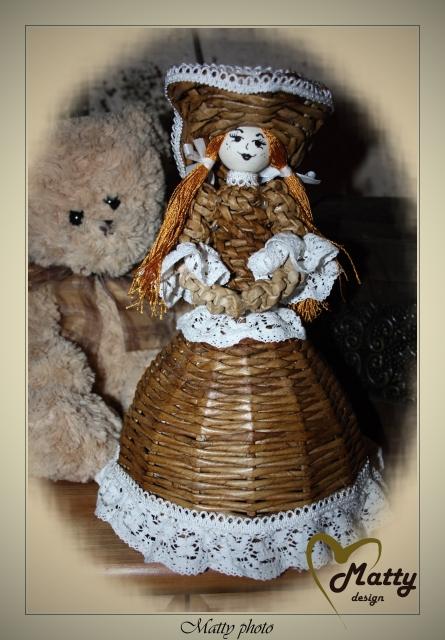 Кукла из газетных трубочек (7)