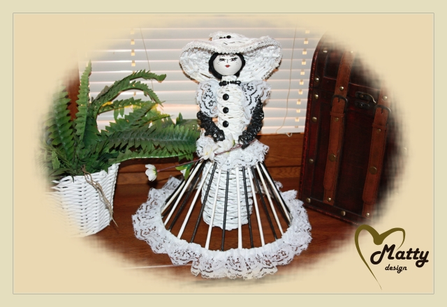 Кукла из газетных трубочек (9)