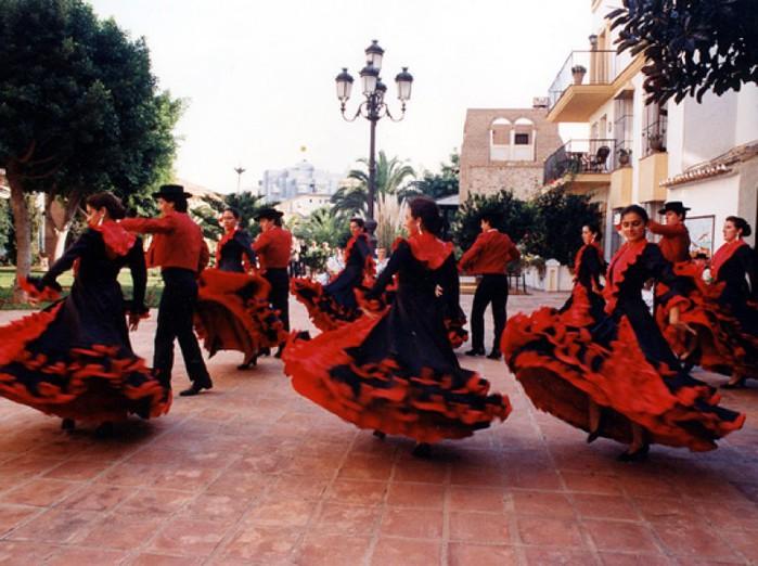 Часто в представлении людей, не знакомых с культурой Испании, фламенко