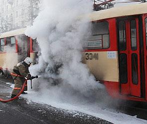 Трамвай сгорел на Украине (295x249, 21Kb)