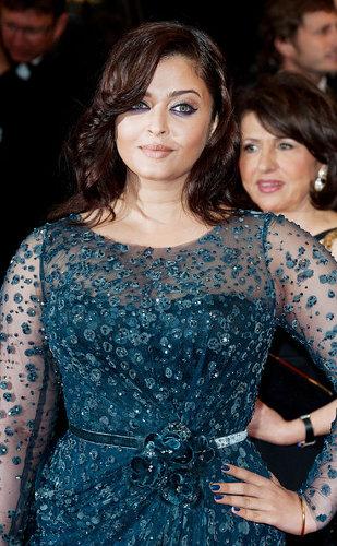 Мгновение Каннского кинофестиваля 2012. Айшвария Рай никак не войдет в форму