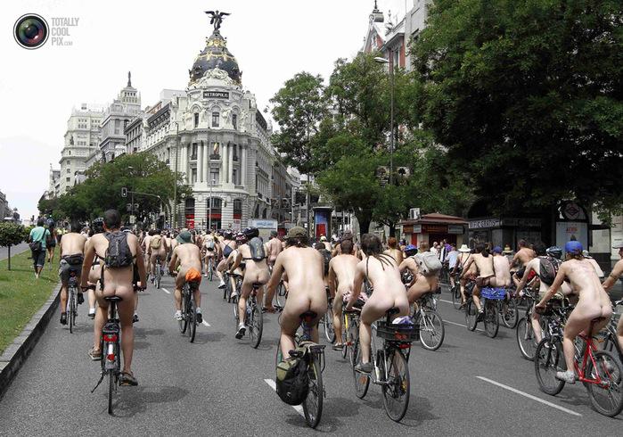 голые велосипедисты фото нудистов 3 (700x490, 179Kb)