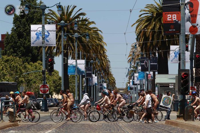 голые велосипедисты фото нудистов 5 (700x466, 202Kb)