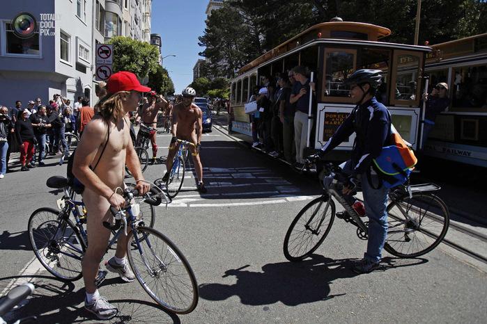 голые велосипедисты фото нудистов 14 (700x466, 172Kb)