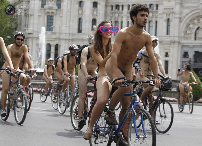 голые велосипедисты фото нудистов 15 (700x506, 151Kb)