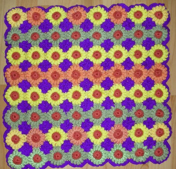 Коврик собранный из мотивов в виде маленьких подсолнухов крючком/4683827_20120613_185028 (603x580, 161Kb)