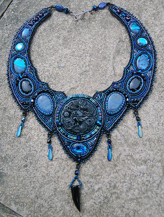 Черный нефритовый дракон, лазурит, оникс, синий перламутр, кристаллы Сваровски, бисер.  URL. @темы.