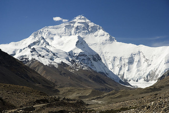 800px-Everest_North_Face_toward_Base_Camp_Tibet_Luca_Galuzzi_2006 (700x466, 87Kb)