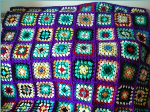 Плед разноцветный связан из =бабушкиных квадратов=/4683827_20120613_184610 (502x375, 99Kb)