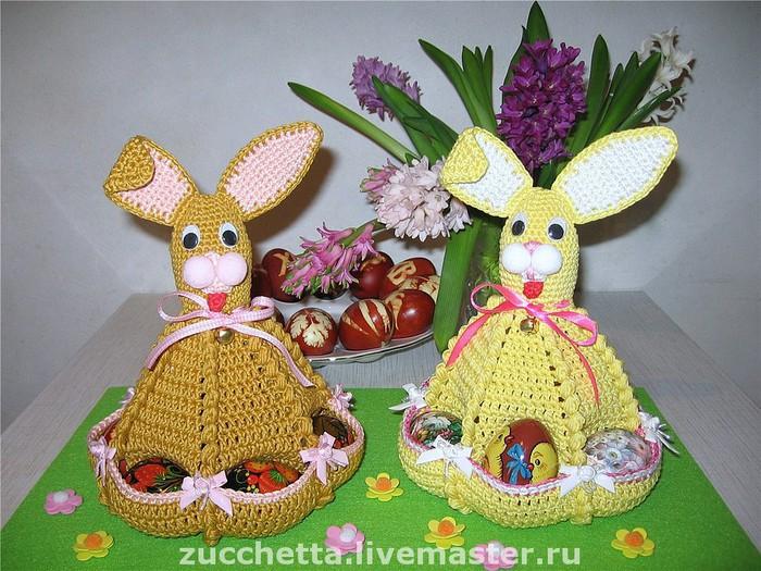 Пасхальный Заяц с кармашками для яиц Схема, описание и идеи.