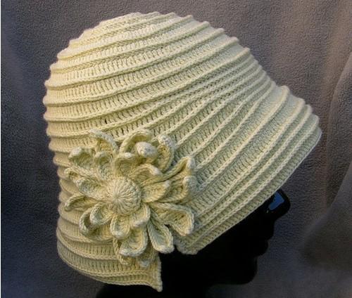 Шляпка женская вязаная крючком ,украшенная большим цветком/4683827_20120616_155711 (500x424, 77Kb)