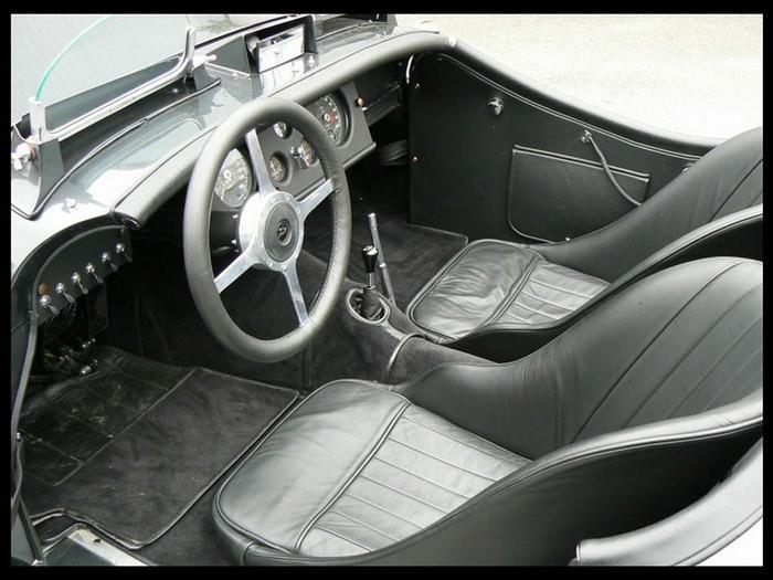 Jaguar XK120 - самая красивая машина 50-х годов 19-го века 8 (700x525, 97Kb)