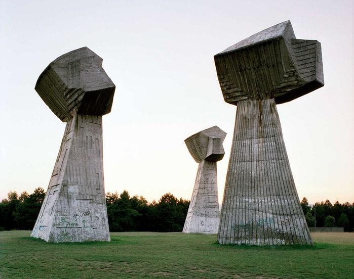 необычные памятники фото 3 (700x552, 85Kb)