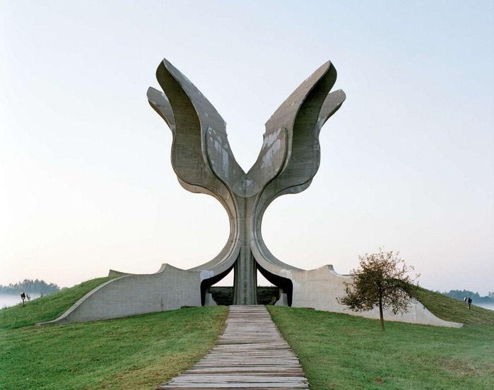 необычные памятники фото 10 (700x552, 67Kb)