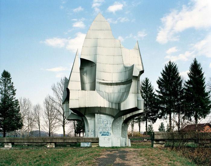 необычные памятники фото 11 (700x552, 118Kb)