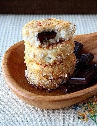 Сырники с шоколадной начинкой в панировке из овсяных хлопьев (320x412, 46Kb)