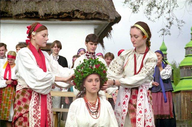 Одевание невесты (640x423, 77Kb)