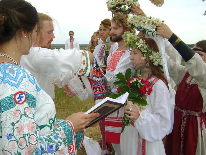 Славянский обряд (700x525, 117Kb)
