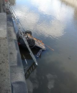 Вольво упала в Яузу/4831234_volvoS60_1 (250x304, 72Kb)