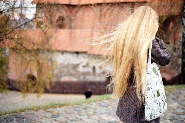Фото девушек блондинки и брюнетки со спины на аву