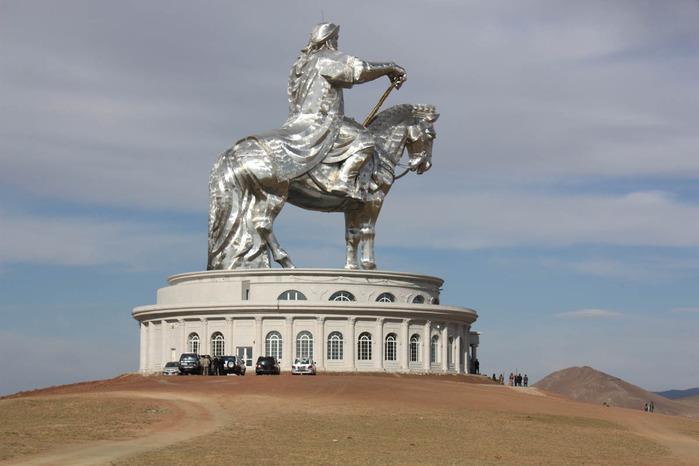 Статуя Чингисхана4 (700x466, 75Kb)