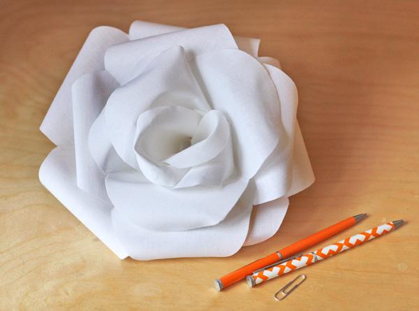 Розы из обычной белой бумаги