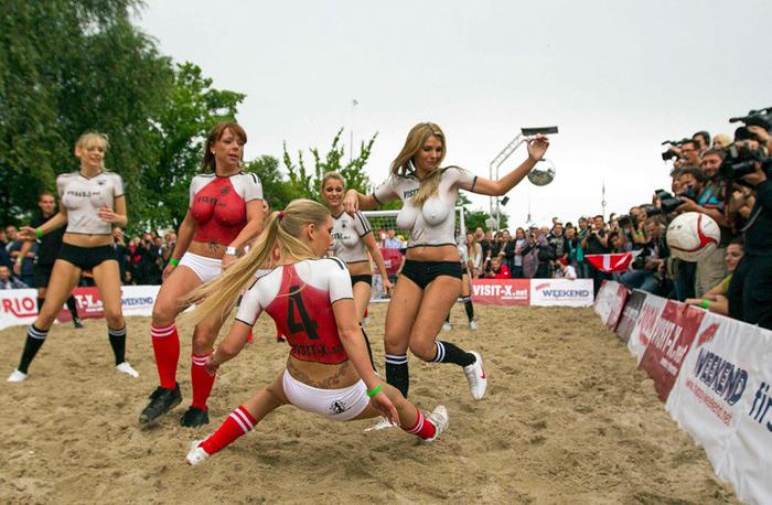 женский футбол фото 5 (700x458, 152Kb)