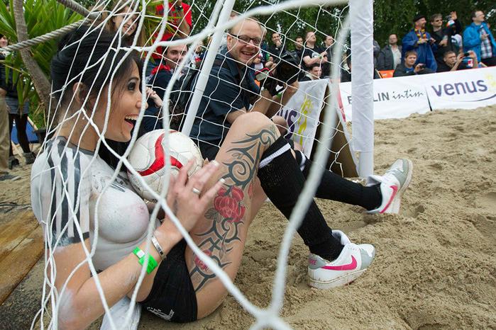 женский футбол фото 7 (700x466, 191Kb)