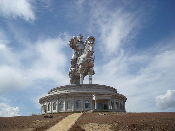 статуя чингисхана монголия 1 (700x525, 354Kb)