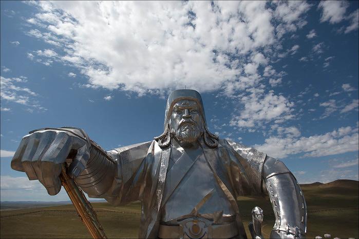 статуя чингисхана монголия 3 (700x466, 110Kb)