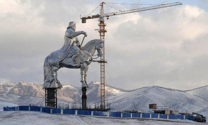 статуя чингисхана монголия 5 (700x421, 90Kb)