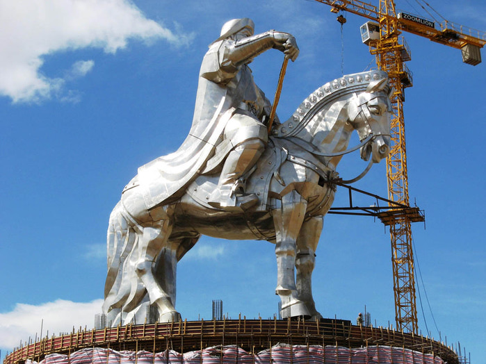 статуя чингисхана монголия 6 (700x524, 136Kb)