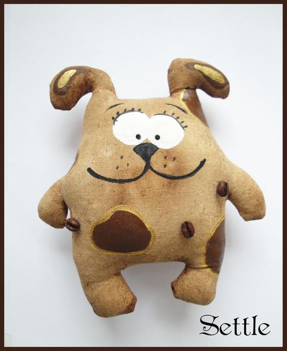 Кофейная игрушка собака