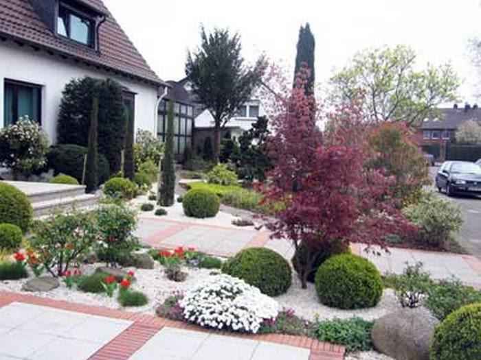Палисадник - это часть сада, расположенная перед домом.