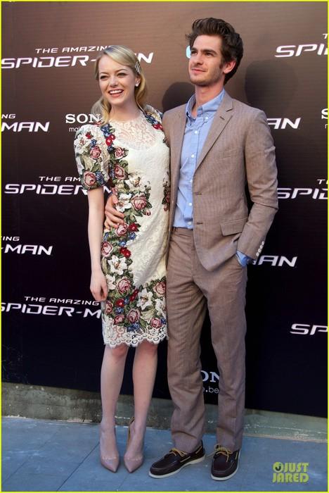 emma-stone-andrew-garfield-spider-man-spain-premiere-14 (468x700, 92Kb)
