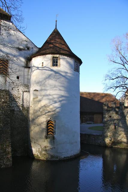 Замок Хальвиль (Schloss Hallwyl) 47797