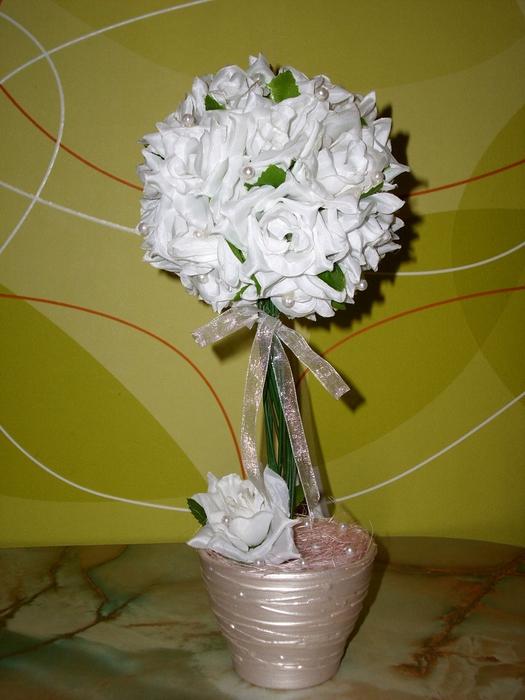 Топиарий из белых цветов