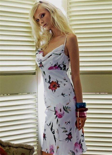 Платье с драпировкой у груди