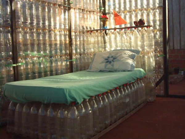 SantaCruz plastichousebed (600x451, 54Kb)