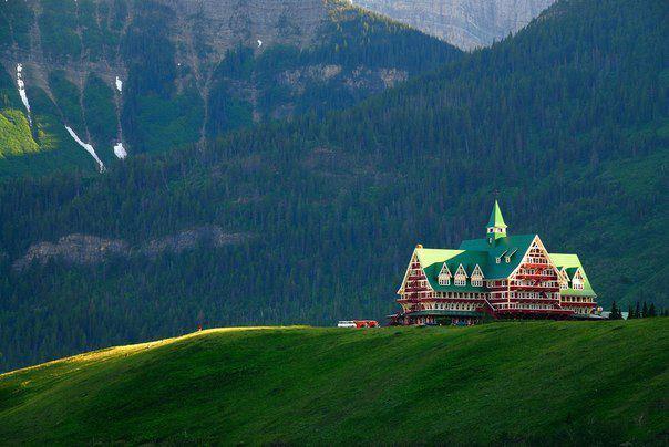Отель в парке Уотертон-Лейкс - национальный парк Канады, расположенный на юго-западе канадской провинции Альберта на границе с провинцией Британская Колумбия и штатом Монтана, США (604x404, 44Kb)