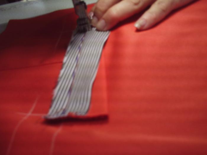 3и пришиваем к нижней части кармана (700x525, 63Kb)