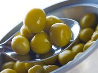 salat_iz_zelenogo_goroshka_s_pomidorami_i_ogurtsami (319x240, 12Kb)