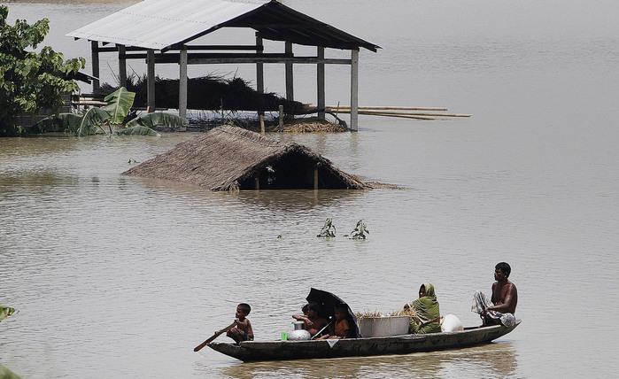 наводнение в индии 3 (700x428, 113Kb)