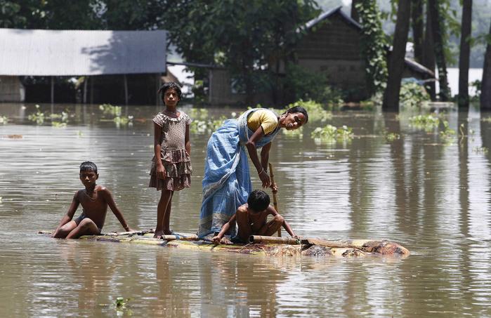 наводнение в индии 5 (700x453, 136Kb)