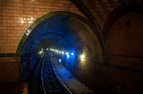 заброшенная станция метро в нью-йорке7 (570x374, 123Kb)