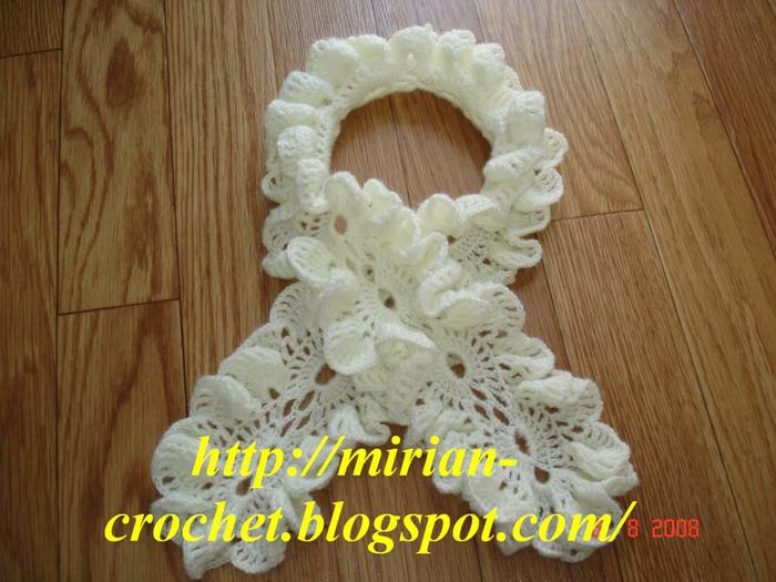 Очень красивый Помоему очень оригинальный и красивый шарфик вязаный крючком.  А Вы как считатете.