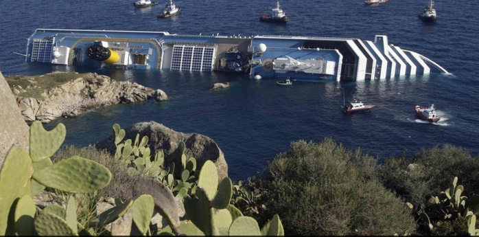 кораблекрушение фото/4552399___Costa_Concordia___ (700x345, 114Kb)