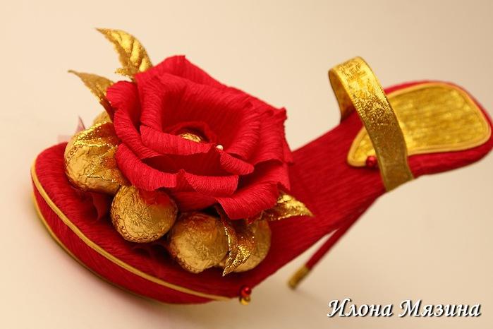 Туфелька из конфет пошаговое
